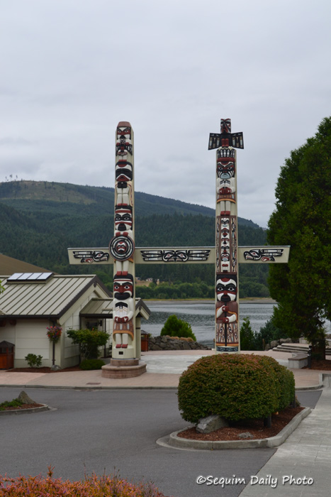 S'Klallam gateway totems